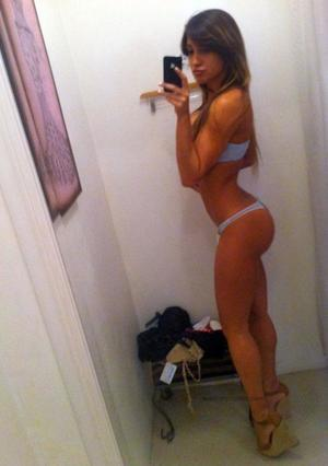 Narcisa from Old Lyme, Connecticut is looking for adult webcam chat